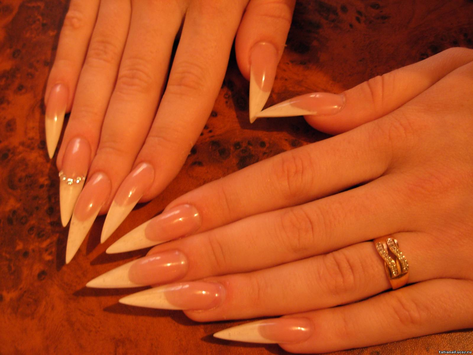 Модный дизайн острых ногтей : красивый маникюр на 46